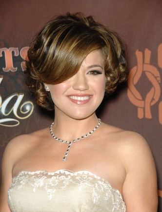 David v. Goliath – the Kelly Clarkson/Clive Davis Feud